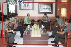 Babinsa ikut serta dalam menyukseskan Pendataan Keluarga 2020 di Kalimantan Barat