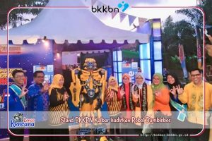 Stand BKKBN Kalbar hadirkan Robot Bumblebee